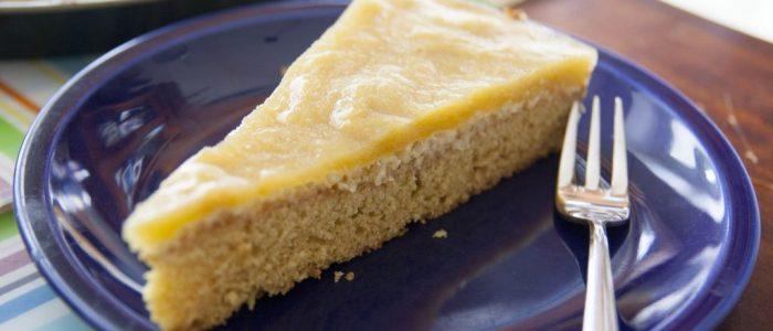 Rhabarberkuchen mit Puddingschicht